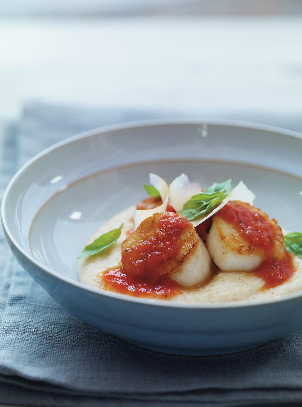 Pétoncles poêlés à la sauce tomate, crème de blé au parmesan ...