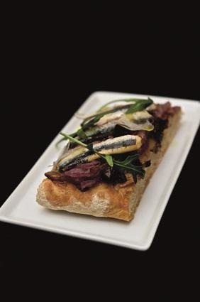 Recette de pissaladière aux anchois et compotée d'oignons