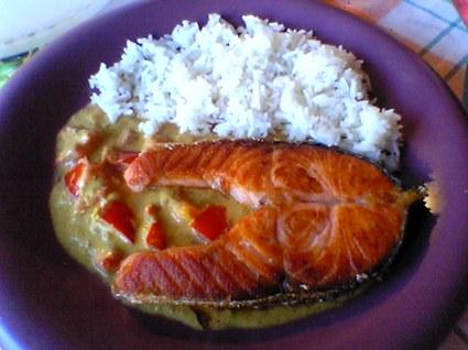 Recette de darne de saumon aux tomates et lait de coco