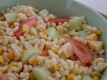 Recette de salade de pâtes froides aux crudités