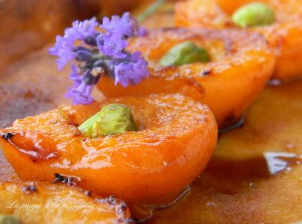 Recette de clafoutis aux amandes et aux abricots rôtis au miel