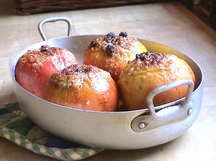 Recette de pommes au four, aux fruits secs et à l'orange