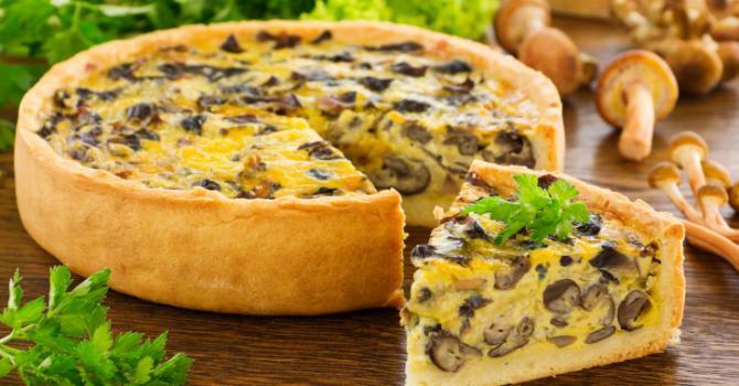 Recette de tarte à la carotte, olives et champignons de paris