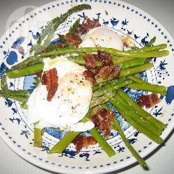 Recette salade d'asperges au bacon et aux œufs pochés – toutes ...