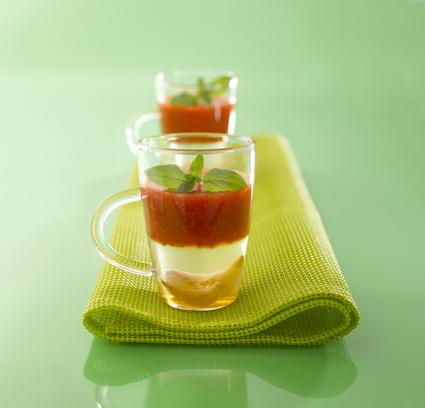 Recette de soupe de fraises, ail et basilic au miel