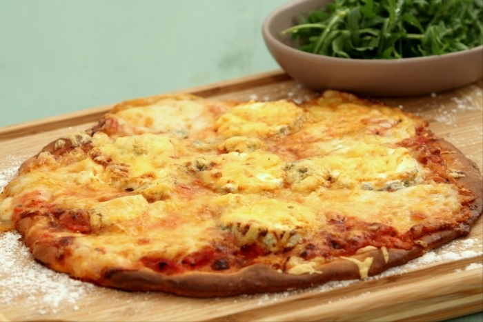 Recette de pizza aux 4 fromages franco-italiens facile et rapide