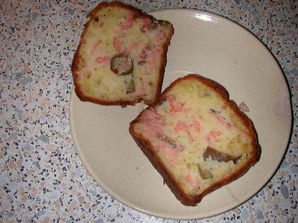 Recette de cake au saumon, olives noires et gruyère