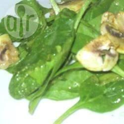 Recette salade d'épinards aux lardons avec vinaigrette au curry ...