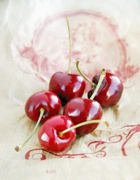 Cerises au vin rouge et à la menthe pour 4 personnes