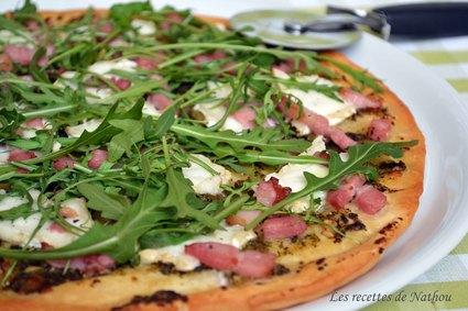 Recette de pizza au pesto, chèvre et lardons