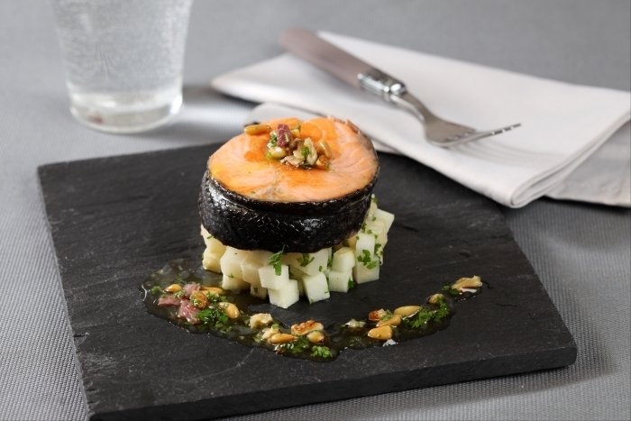 Recette de tournedos de saumon rôti, céleri-rave braisé aux ...