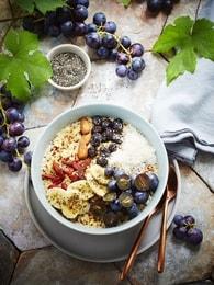 Recette de bowl vitaminé aux raisins, quinoa, banane, baies de goji ...