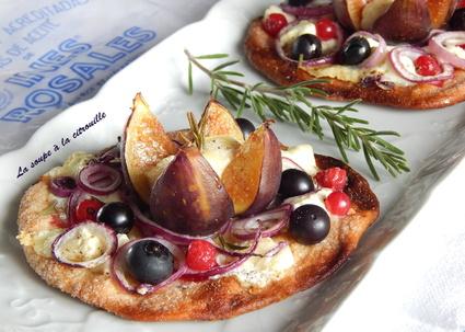 Tarte fine aux figues, chèvre, fruits rouges et romarin à la façon d ...