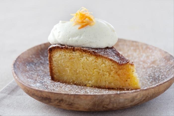 Recette de gâteau à l'orange et à la polenta, sirop de cointreau et ...