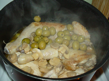 Recette de poulet au citron, olives et champignons de paris