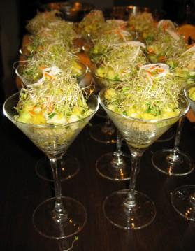 Verrine de quinoa, petite salade de surimi, mangue et graines ...