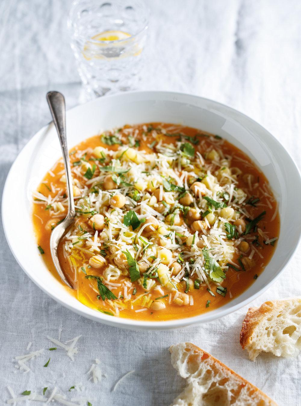 Soupe-ragoût aux pâtes et aux pois chiches | ricardo