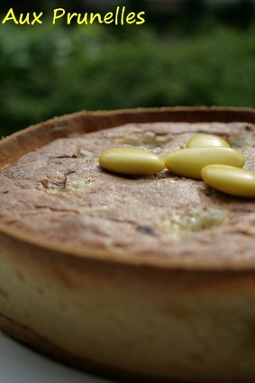 Recette de tarte aux pêches, biscuit et dragées