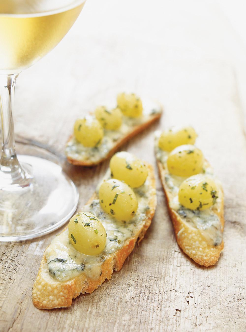 Croûtons de roquefort et raisins verts confits | ricardo