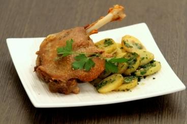 Recette de cuisse de canard confite au four, pommes sautées à la ...