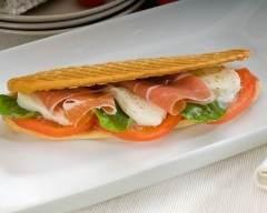 Recette panini au jambon fumé, tomate et mozzarella