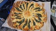 Recette de tarte soleil épinards frais, st moret, pignons de pain