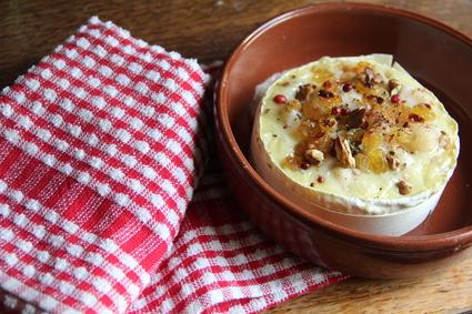 Recette de camembert au four, poire, noix et raisins secs