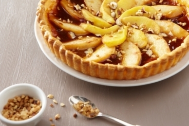 Recette de tarte pommes-coings aux noisettes grillées facile et rapide