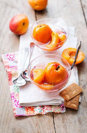 Recette abricots de nos régions pochés au sirop de cassis