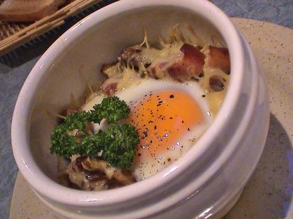 Recette de œufs cocotte aux lardons et champignons