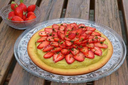 Recette de tarte façon financier aux fraises et crème de pistache