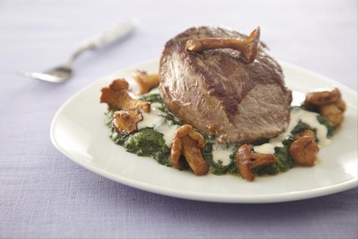 Recette de quasi de veau, girolles et épinards au parmesan facile et ...