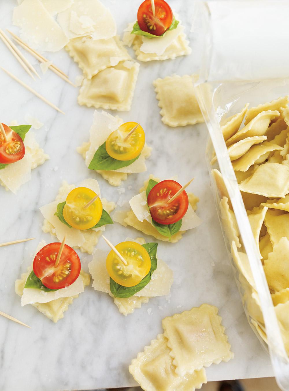Brochettes de ravioli, tomates cerises et parmesan | ricardo