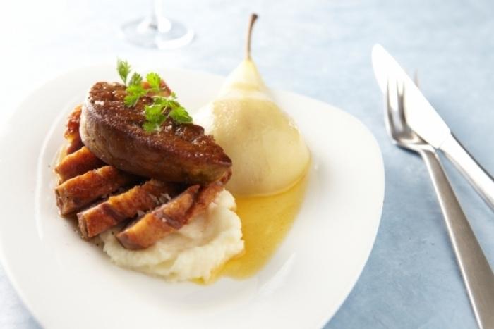 Recette de filet de canette au foie gras, poire pochée, purée de ...