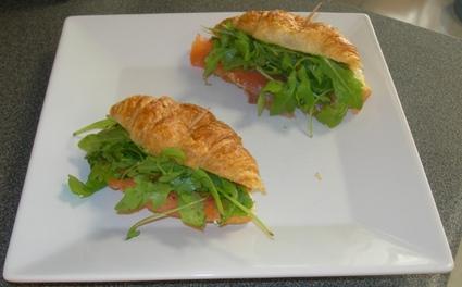 Recette de mini-croissant saumon et roquette