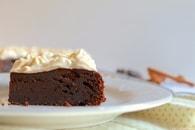 Recette de gâteau fondant au chocolat et glaçage aux épices chai