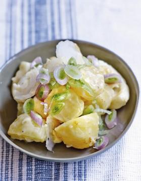 Salade de pommes de terre, oeufs et mayo blanche aux herbes ...