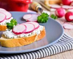 Recette toast de radis nouveaux au fromage frais