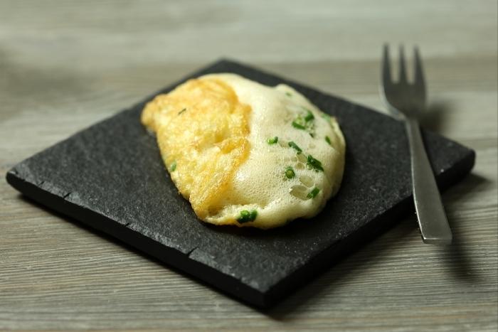 Recette de omelette soufflée à la ciboulette et chèvre frais facile et ...