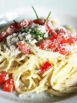 Recette de spaghetti à la crème, champignons et tomate fraîches ...