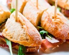 Recette petits sandwichs au jambon de parme et à la roquette
