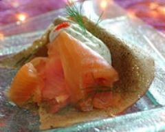 Recette saumon fumé en crêpe de sarrasin, piment doux, vodka et ...