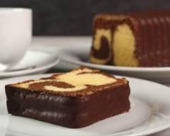 Recette cake marbré surprise recouvert de chocolat