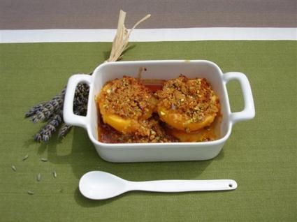 Recette de pêches rôties au pain d'épices et pistaches