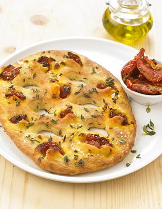 Fougasse aux tomates confites et thym sur sa pâte à pizza au ...