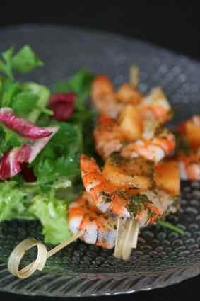 Recette de brochettes de crevettes et melon au pesto