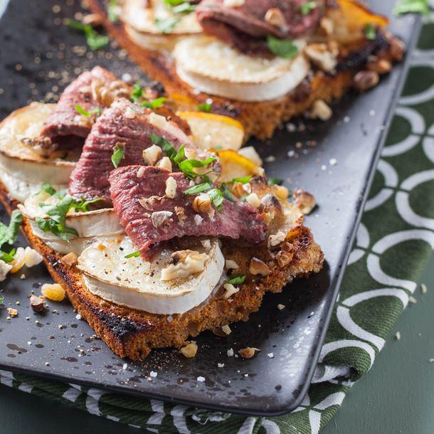 Recette tartine de pain d'épice aux pommes magret, chèvre et noix ...