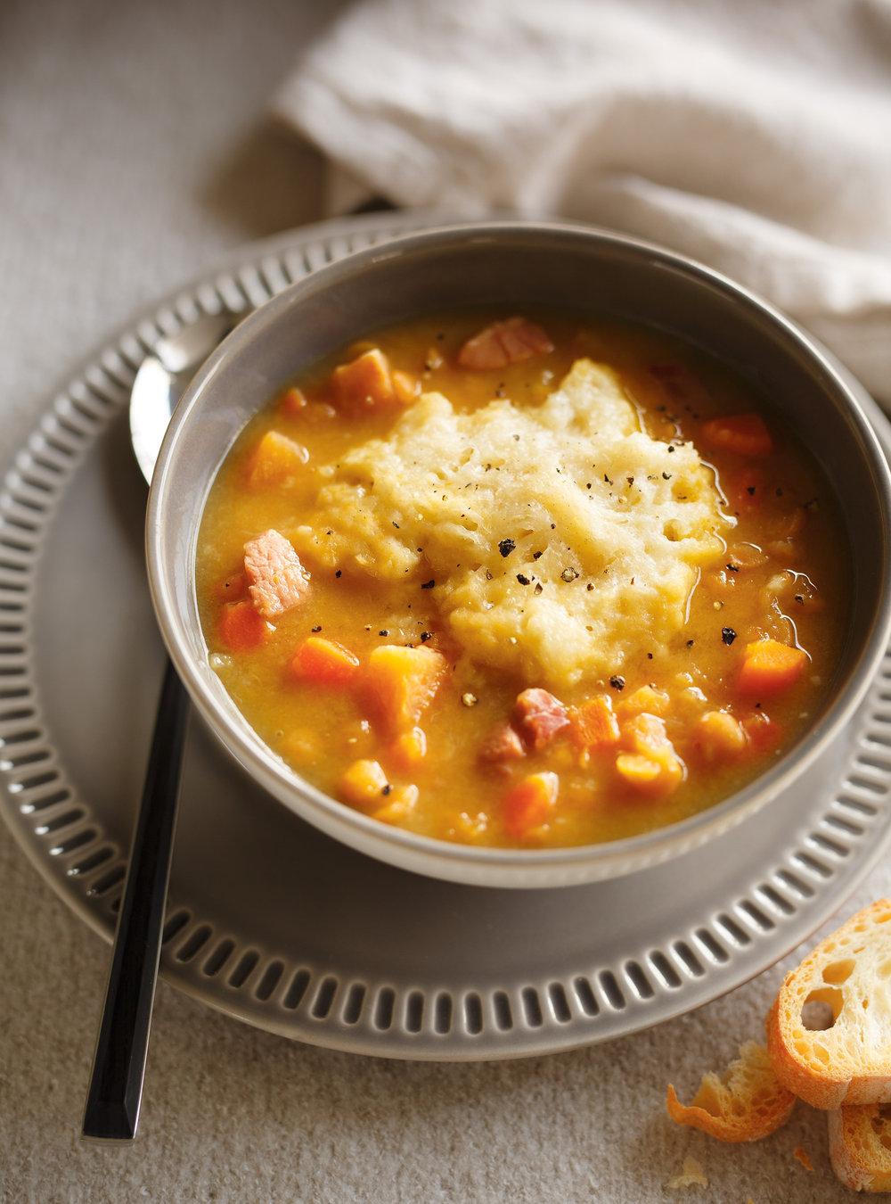 Soupe aux pois et dumplings au fromage | ricardo
