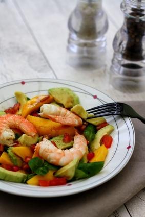 Recette de salade hivernale aux crevettes, avocat et fruits exotiques ...
