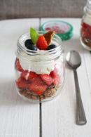 Verrines de fraises spéculoos et crème chantilly mascarpone vanillée